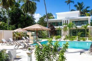 louisa aparthotel dominicana galeria piscina tumbonas
